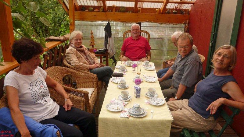 An der Kaffeetafel