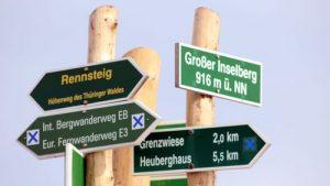 Wegweiser am Inselsberg